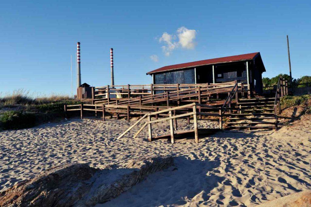 Plaże Costa Alentejana - Praia de Sao Torpes - budka