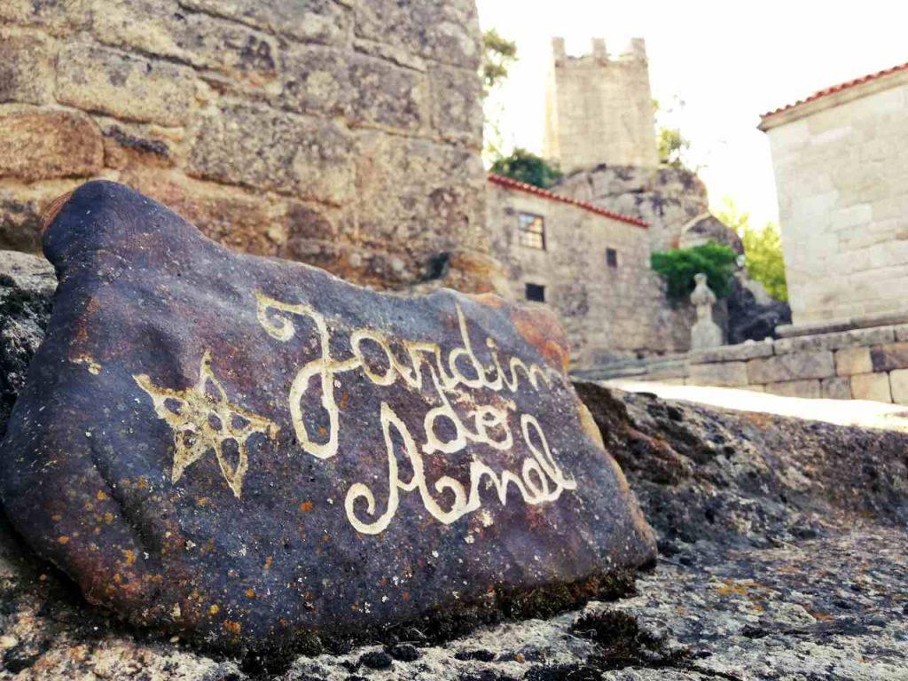 Sortelha - napis na kamieniu